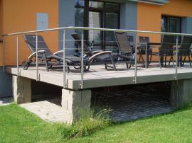 Vyvýšená terasa z dřevo/plastu
