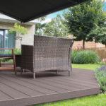 Posezení na terase z dřevoplastu