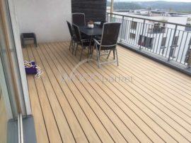 dřevoplastová prkna na střeše od woodparket