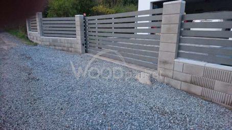 montáž plotovek na bránu