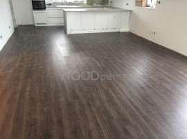 pokládka vinylové podlahy v kuchyni a obívacím pokoji