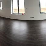 thermofix lepená podlaha v obívacím pokoji s kuchyní