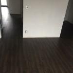vinylová podlaha spojující plochu v šatně a ložnici