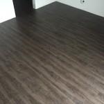 vinylová podlaha v šatně