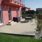 Montáž terasy na zámkovou dlažbu