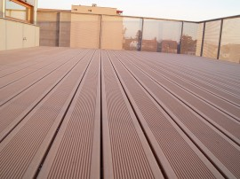 Dřevo/plastová terasa na balkon