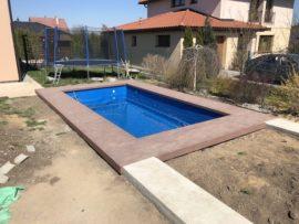 Terasa u bazénu z dřevoplastu