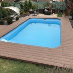dřevoplastová terasa u bazénu
